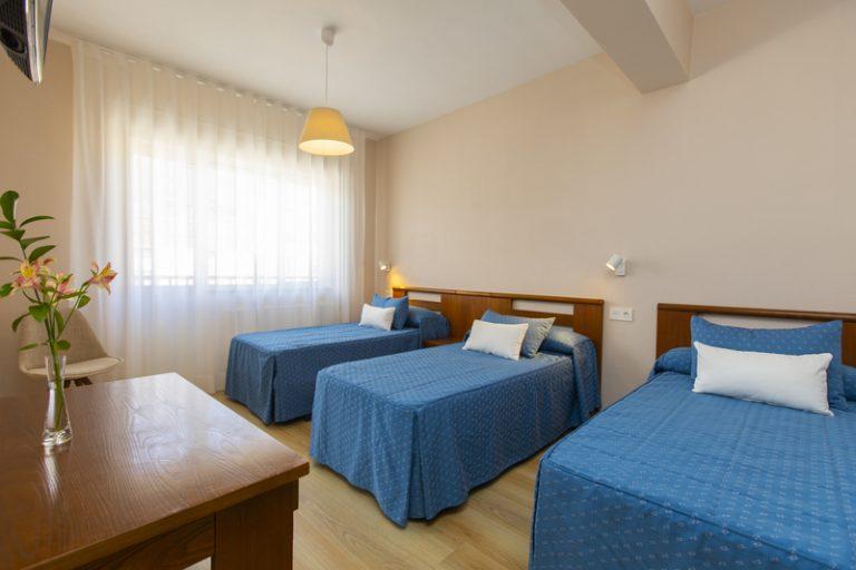 Habitación triple con 3 camas individuales